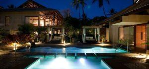 noite-fachada-bangalo-iluminado