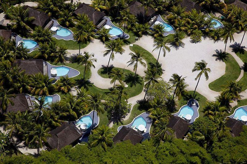 Vista aérea das piscinas e acomodações do Nannai